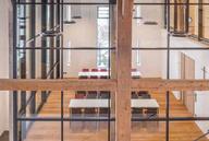 Lichter Raum in Holz, Stahl und Glas